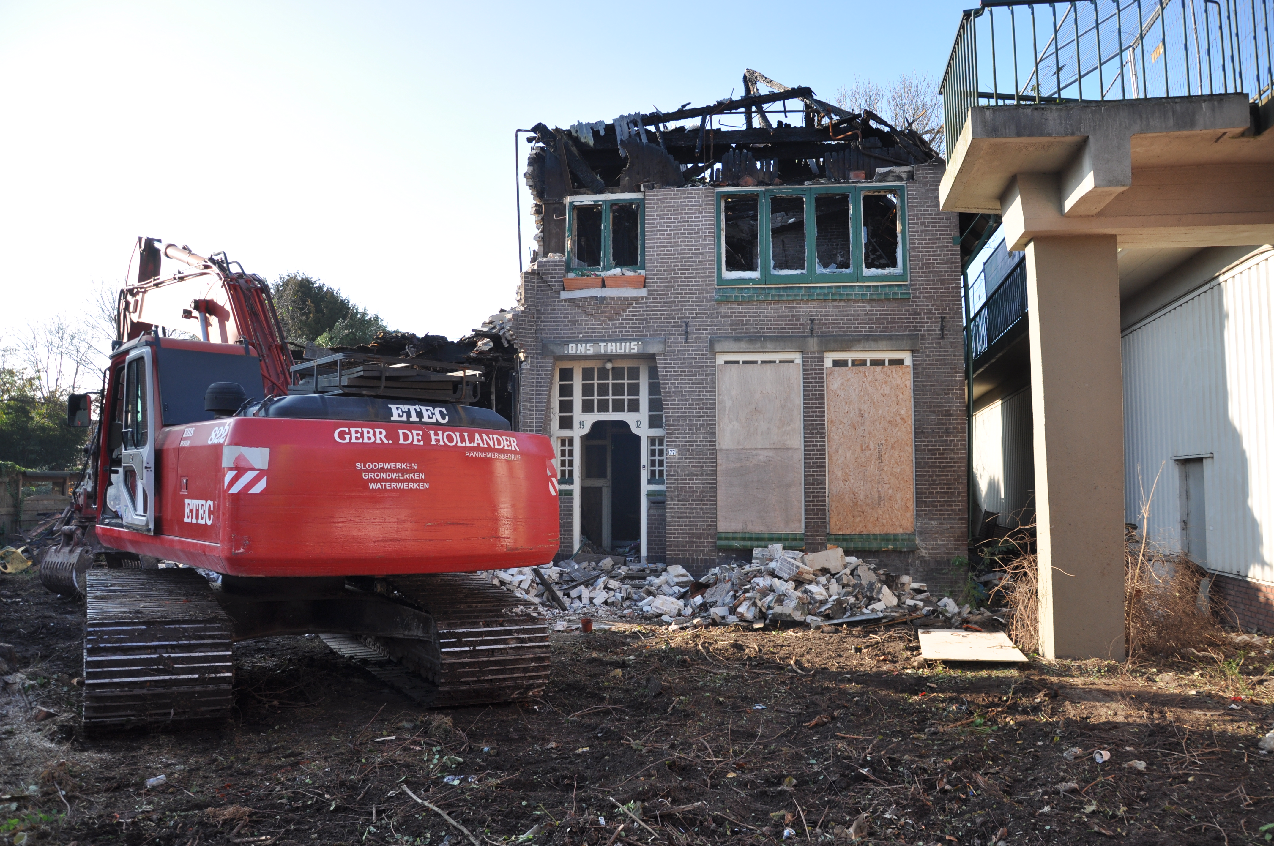 Sloop van de oorspronkelijke woning is begonnen